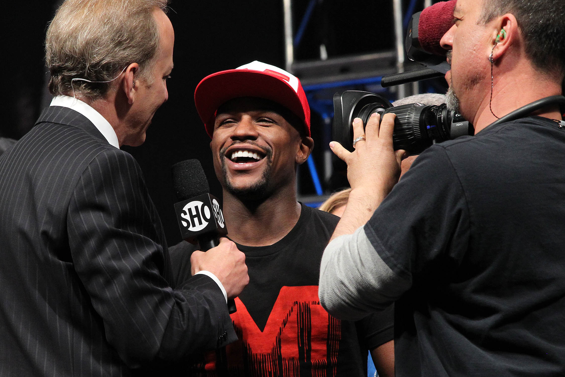 http://www.undisputedfightmag.com/wp-content/uploads/2014/05/006-Mayweather-interview-IMG_8710.jpg